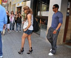 Beyonce Knowles Photos - Singers Beyonce Knowles and husband Jay Z leaving a restaurant during her Tour arround Spain. - Beyonce & Jay-Z Leaving A Restaurant In Spain
