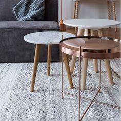 Dit tafeltje van Zuiver is gemaakt met hout en marmer: Een prachtige combinatie! Materiaal: 18 mm marmeren blad Massief eiken poten afgewerkt met meubelolie