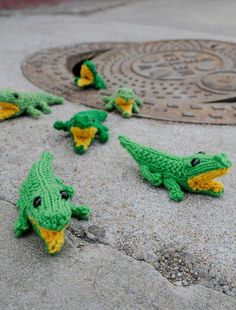 Baby Gators - Quite possibly the most adorable free knitting pattern in the who wide world. #amigurumi