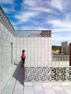 Bela Muxía Hostel Extension / CREUSeCARRASCO