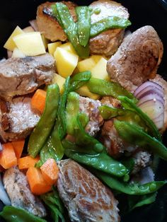 1 pork loin 6 potatoes 2 carrots 1 big red onion 1 big handful of snap peas 2 garlic cloves ½ liter vegetable broth 2 ts. Pork Loin, Slow Cooking, Pot Roast, Crockpot Recipes, Cooker, Beef, Ethnic Recipes, Food, Pork Fillet