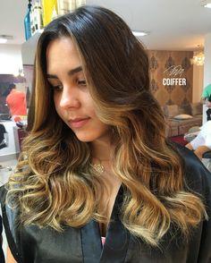 Chegay já trazendo um lindo exemplar da tendência maaaaaaaais linda dessa temporada!!! O Hair Contouring ❤️ Depois que as Kardashians lançaram a tendência de contorno para destacar o que há de mais belo no rosto, logo deram um jeito de adaptar a técnica também para os cabelos, afinal... eles são a moldura do rosto, né!  Para cada formato de rosto uma aplicação específica! Cabelos super personalizados para mulheres únicas ❤️ por @naysneves #Wella #haircontouring #MMDivas #tendencia2017