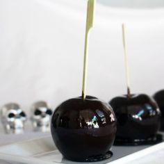 DIY: Candy 'poisoned' apples