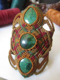 Handmade Gemstone Macrame Bracelet Wrisband/ par PapachoCreations