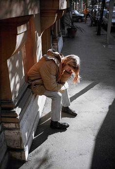 Rare photo of Kurt Cobain taken from Experiencing Nirvana: Grunge in Europe 1989 by Bruce Pavitt Dave Grohl, Kurt Cobain Quotes, Nirvana Kurt Cobain, Foo Fighters, Eddie Vedder, Grunge, Banda Nirvana, Pat Smear, El Rock And Roll