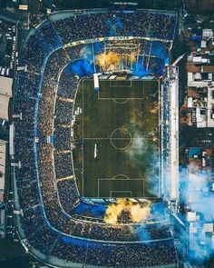 La Bombonera is the most famous soccer stadium in Argentina. Located in La Boca, it is home to Argentinian first division side Boca Junior. Soccer Stadium, Football Stadiums, Football Soccer, Soccer Skills, Soccer Games, Cr7 Messi, Neymar, Image Foot, Football Wallpaper