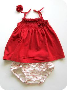 What a cute outfit! I need a little girl to dress and make things for!