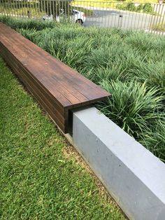 Mooie houten zitbank voor over een betonnenrand! – Terrasse ideen Nice wooden bench for over a concrete edge! Nice wooden bench for over a concrete edge! The post Beautiful wooden bench for over a concrete edge! appeared first on Terrasse ideas. Front Yard Landscaping, Backyard Patio, Landscaping Ideas, Garden Landscaping, Pallet Patio, Pallet Fence, Garden Paths, Backyard Ideas, Back Gardens