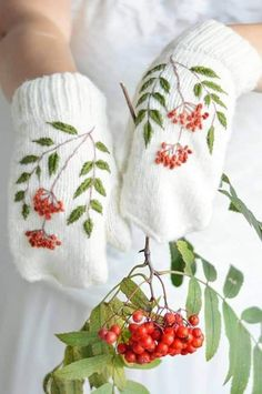 Fingerless Gloves Crochet Pattern, Knit Mittens, Ribbon Embroidery, Embroidery Designs, Patons Classic Wool, Double Pointed Knitting Needles, Knitting Patterns, Crochet Patterns, Crochet Flower Tutorial