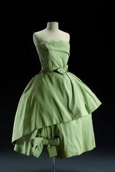 Robe de cocktail par Christian Dior 1957  Musée du Costume et de la Dentelle :Mode au XXe siècle