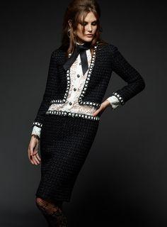 Ultima colectie semnata Karl Lagerfeld pentru Chanel a fost prezentata la Roma intr-un decor aparte.