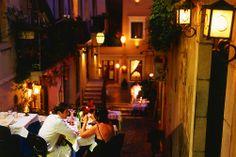 Romanttinen illallinen Italiassa auringonlaskun jälkeen...  #Italia #Italy #Romantic  Romanttinen Italia: http://www.finnmatkat.fi/Lomakohde/Italia/?season=kesa-2014