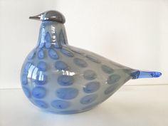 blue - bird - glass art - Vantaan Pilviki, bird made for the city of Vanta 2013 - Oiva Toikka Beauty Magic, Kosta Boda, Art Of Glass, Blue Plates, Glass Birds, Retro Design, Bird Art, Colored Glass, Scandinavian Design