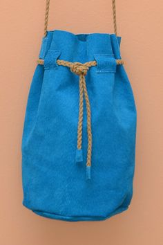 Bolsa Mini Bucket de Camurça Azul