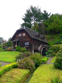 Discover the world through photos. Sur Chile, Wooden Architecture, Natural Scenery, Find People, Volcanoes, Lakes, Fields, National Parks, America