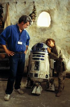 George Lucas with young actor Jake Lloyd (Anakin Skywalker aka Darth Vader) and on the set of Star Wars:Episode One:The Phantom Menace Star Wars Rebels, Star Wars I, Star Wars Cast, Theme Star Wars, Obi Wan, Reina Amidala, Geeks, Amour Star Wars, Dark Vader