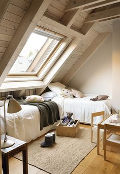 41 Amazing Small Attic Bedroom Design Ideas - The attic is a perfect place to finish up for an extra bedroom for guests or to use as an office/bedroom combination, but what can you do to make that. Attic Bedroom Small, Attic Bedroom Designs, Attic Design, Bedroom Loft, Interior Design, Extra Bedroom, Attic Bathroom, Loft Design, Attic Bedroom Storage
