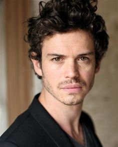 Lionel Lingelser has been cast as King Louis XV