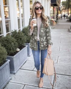 30 Comfy Winter Outfits You'll Want to Wear Them Army Green Jacket Outfit, Khaki Jacket, Camo Jacket, Camo Outfits, Basic Outfits, Stylish Outfits, Fall Winter Outfits, Blazer, Clothes