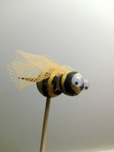 En blomster pinds bi