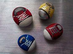 Step by step. Piedras pintadas a mano. Zapatillas. Diy.