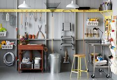 Tidy Up Your Garage! With These 6 Tricks Gardening gear, tools, bikes—the garage is where we stockpile all sorts of stuff. Clear out room for the car (can you imagine? Garage Organization Tips, Garage Storage, Organizing Ideas, Organizing Jewelry, Smart Storage, Garage Tools, Diy Garage, Garage Ideas, Small Garage