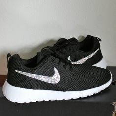 NIKE Roshe One strass Info. pugiottom@gmail.com  #nike #rosheone #strass #crystal #fashion #style #outfit