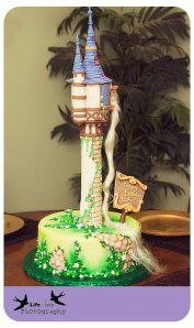 <3 This Tangled Cake! Might be the birthday cake for this year!!
