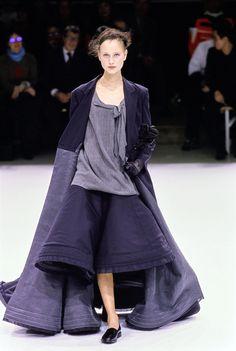 Yohji Yamamoto Spring 1999 Ready-to-Wear Fashion Show - Natalia Semanova