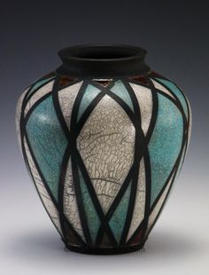 Divine Ceramic Vases Texture Ideas Cheap And Easy Diy Ideas: Bottle Vases Upcycle tall vases wine bottles.Old Vases Decoration. Raku Pottery, Thrown Pottery, Clay Vase, Ceramic Vase, Pottery Painting, Ceramic Painting, Vase Vert, Vase Transparent, Old Vases