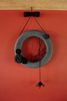 Halloween Wreath made with yarn free project