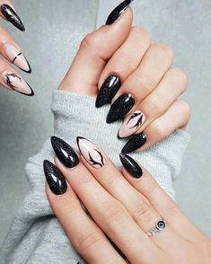 37 Best Winter Nail Designs for 2018 – BeFashionabl - Most Trending Nail Art Designs in 2018 Black Nail Designs, Winter Nail Designs, Nail Art Designs, Trendy Nail Art, Stylish Nails, Nail Trends 2018, Nagellack Design, Stiletto Nail Art, Winter Nail Art