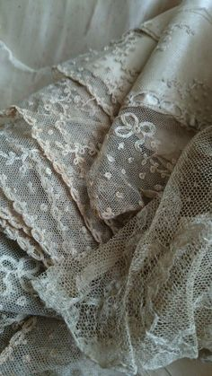 ✽   vintage lace  https://fbcdn-sphotos-c-a.akamaihd.net/hphotos-ak-prn2/v/t1.0-9/10151999_4531c731489357_4113696390886180839_n.jpg?oh=65025d88776f5952614b80...