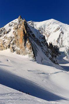 Thanks to #Mirko #Sotgiu    Nella #foto alcuni #scialpinisti che risalgono con le pelli verso il Col Flambeau.