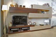 Mueble de salón de 348 cm de largo y 45 cm de fondo. Proponemos la combinación de los acabados roble enzo y arena brillo.