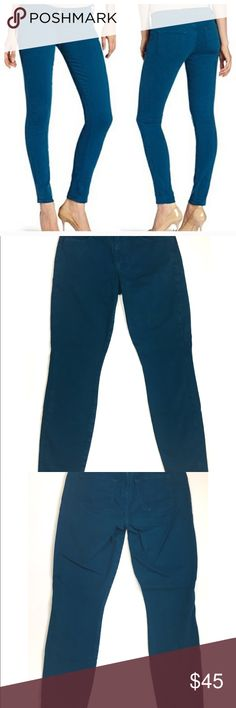 """Lucky Jeans Sofia skinny ankle teal Size 8/29 - Lucky Jeans - How cute are these teal skinny jeans?!? Perfect for adding a subtle pop of color to your wardrobe. 5-pocket style with belt loops. Button and zipper closure. Pretty dark teal color. (Color is so hard to capture in photos).  Tiny area of stitching on one back pocket is loose but still intact.      Waist laying flat measures 15"""" across. Rise 9"""". Inseam 29"""".  In excellent condition.  *P4 Lucky Brand Jeans Ankle & Cropped"""