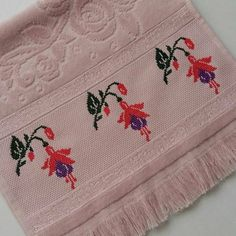 Cross Stitch Borders, Cross Stitch Designs, Embroidery Stitches, Elsa, Shabby Chic, Towel, Lily, Sewing, Knitting