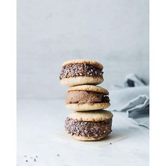 Tahini Cookie Chocolate Ice Cream Sandwiches via @feedfeed on https://thefeedfeed.com/the.green.life/tahini-cookie-chocolate-ice-cream-sandwiches