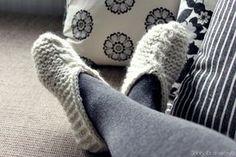 Shhh, it's a secret! Knit Crochet, Slippers, Knitting, Crocheting, Diy, Fashion, Socks, Tricot, Crochet