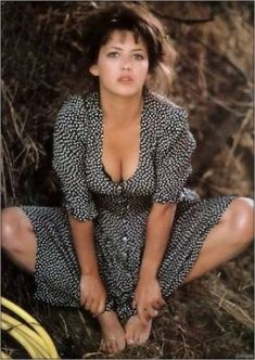 Sophie Marceau - l'album du fan-club : Album photo - aufemininYou can find Sophie marceau and more on our website. Beautiful Celebrities, Beautiful Actresses, Beautiful Women, Sophie Marceau Photos, Jenifer Aniston, Surfer Girl Style, French Actress, Grace Kelly, Hollywood Actresses