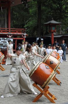 "OP said: ""Japanese Taiko drums 太鼓 I loved watching them pound these drums talk about a drum circle!"" ***Didn't know about this - now one more reason I want to visit Japan. Kyoto, Japanese Culture, Japanese Art, Japanese Style, Geisha, Pub Radio, China, Vietnam, Japan Fashion"