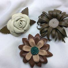 broches de piel en forma de flores  piel,fornituras modelado piel,montaje