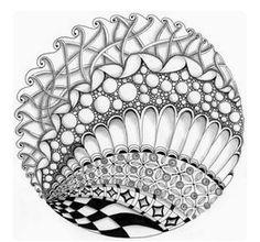 Можно рисовать не только на квадрате, но и на круге, стандартный диаметр которого 11,5 см. Точнее, 4,5 дюйма, то есть 11, 43 см. А стандартный CD-диск - это 12 сантиметров. Так что мы используем как шаблон диск, а потом при желании слегка обрезаем кромку по мере ее истирания.