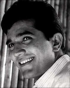 Our tribute to the legend Rajesh Khanna! Vintage Bollywood, Indian Bollywood, Bollywood Stars, Bollywood News, Bollywood Actress, Old Film Stars, Movie Stars, Indian Celebrities, Bollywood Celebrities