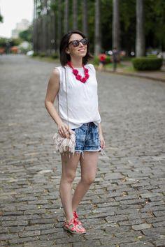• Blusa Nina Paiva • Short Lazo • Oxford Insecta Shoes • Bolsa Arezzo • Colar Ana Agnol Acessórios • Óculos Zerezes •