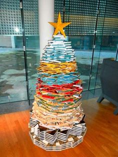 Book made Christmas tree @ van Gogh Museum Book Christmas Tree, Book Tree, How To Make Christmas Tree, Christmas Presents, Xmas, Van Gogh Museum, Home Libraries, Deck The Halls, Book Crafts