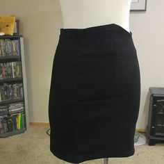 Forever 21 Black Denim Skirt Really cute with a nice waistband. This is a reposh. I bought it but it is to form fitting for me. Size medium. Forever 21 Skirts