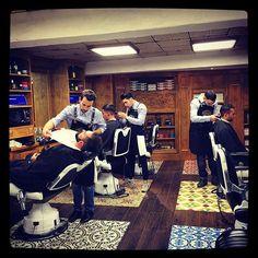 Bonjour bonjour ! #tonsor_cie #tonsorcie #dustyleetdesbonnesmanieres #gentlemenstyle #gentlemenssocialclub #barberworld #men #menstyle #fashion #fashionmen #frenchtouch #ruebouquières #france #carmes #toulouse #conceptstore #toulousain #tonsorLife #becool #barbier #coiffeur #barbers #picoftheday #barbergang #barbershop #barber #barbershopconnect #barbe