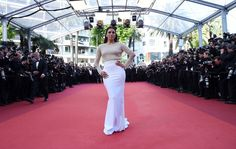 Eva Longoria Photos - US actress Eva Longoria arrives on May 11, 2016 for the opening ceremony of the 69th Cannes Film Festival in Cannes, southern France.  / AFP / ANNE-CHRISTINE POUJOULAT - 'Cafe Society' & Opening Gala - Red Carpet Arrivals - The 69th Annual Cannes Film Festival