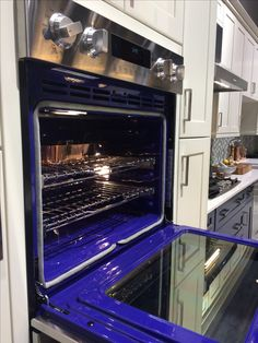 Here's the oven open. ❤ the blue!